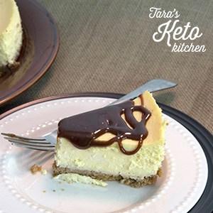 slice of keto cheesecake with fudge sauce